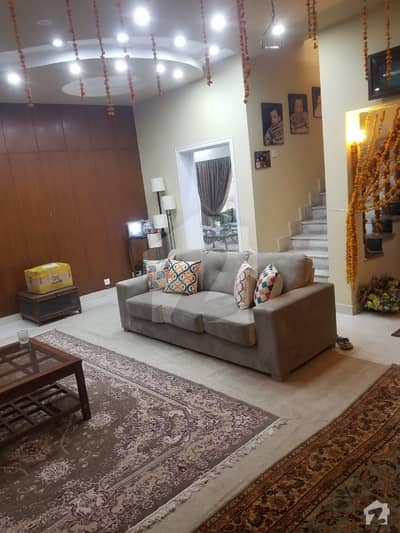 کینال ویو لاہور میں 4 کمروں کا 1.1 کنال مکان 4 کروڑ میں برائے فروخت۔