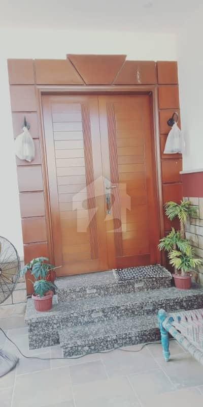 ڈی ایچ اے فیز 4 ڈی ایچ اے کراچی میں 6 کمروں کا 12 مرلہ مکان 7.4 کروڑ میں برائے فروخت۔