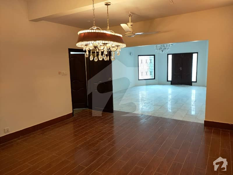 Well Maintained West Open 5 Bedroom 500 Square Yards Bungalow At Prime Location Of Dha Phase 7 Near Bilal Masjid Is Available For Sale