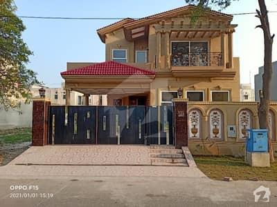 ڈی ایچ اے فیز 8 سابقہ ایئر ایوینیو ڈی ایچ اے فیز 8 ڈی ایچ اے ڈیفینس لاہور میں 4 کمروں کا 10 مرلہ مکان 3.3 کروڑ میں برائے فروخت۔