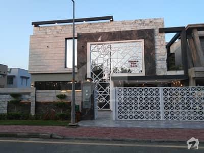 بحریہ ٹاؤن ۔ بلاک ای ای بحریہ ٹاؤن سیکٹرڈی بحریہ ٹاؤن لاہور میں 6 کمروں کا 1 کنال مکان 4.25 کروڑ میں برائے فروخت۔
