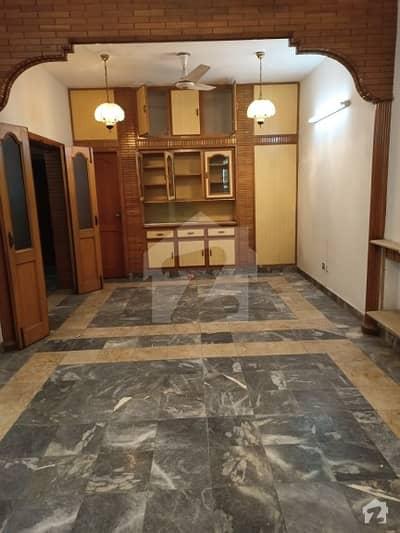 جی ۔ 11/1 جی ۔ 11 اسلام آباد میں 4 کمروں کا 8 مرلہ مکان 95 ہزار میں کرایہ پر دستیاب ہے۔
