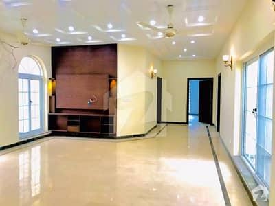 ڈی ایچ اے فیز 6 - بلاک بی فیز 6 ڈیفنس (ڈی ایچ اے) لاہور میں 3 کمروں کا 1 کنال بالائی پورشن 98 ہزار میں کرایہ پر دستیاب ہے۔