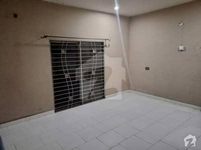 الرحمان گارڈن فیز 4 الرحمان گارڈن لاہور میں 3 کمروں کا 6 مرلہ بالائی پورشن 20 ہزار میں کرایہ پر دستیاب ہے۔
