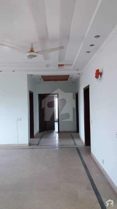 2700  Square Feet Spacious Upper Portion Is Available In Cantt For Rent