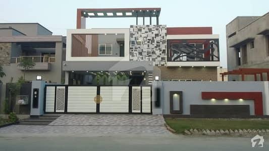 اسٹیٹ لائف فیز 1 - بلاک ای اسٹیٹ لائف ہاؤسنگ فیز 1 اسٹیٹ لائف ہاؤسنگ سوسائٹی لاہور میں 3 کمروں کا 1.15 کنال مکان 3.6 کروڑ میں برائے فروخت۔