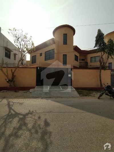 ڈی ایچ اے فیز 6 ڈی ایچ اے کراچی میں 4 کمروں کا 10 مرلہ مکان 1.3 لاکھ میں کرایہ پر دستیاب ہے۔