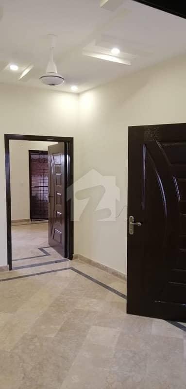 گلبرگ 2 گلبرگ لاہور میں 1 کمرے کا 4 مرلہ بالائی پورشن 27 ہزار میں کرایہ پر دستیاب ہے۔