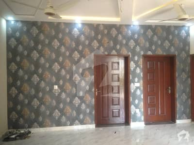 محافظ ٹاؤن فیز 2 محافظ ٹاؤن لاہور میں 5 کمروں کا 5 مرلہ مکان 1.05 کروڑ میں برائے فروخت۔