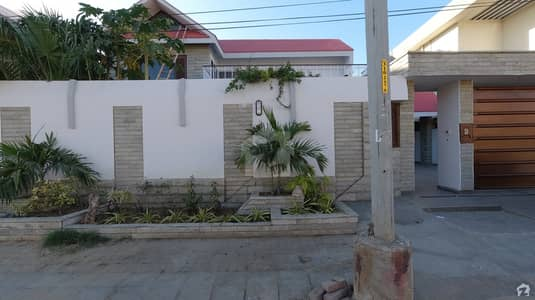 ڈی ایچ اے فیز 7 ڈی ایچ اے کراچی میں 5 کمروں کا 1.2 کنال مکان 11 کروڑ میں برائے فروخت۔
