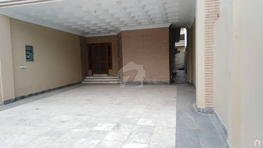 حیات آباد فیز 6 - ایف2 حیات آباد فیز 6 حیات آباد پشاور میں 5 کمروں کا 1 کنال مکان 5.75 کروڑ میں برائے فروخت۔