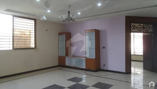 شہزاد ٹاؤن اسلام آباد میں 2 کمروں کا 8 مرلہ مکان 42 ہزار میں کرایہ پر دستیاب ہے۔