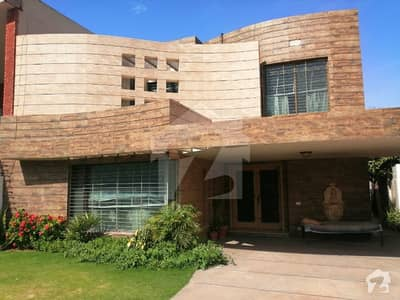 Near Main Road 1 Kanal Fully Furnished Bungalow For Rent At Superb Location