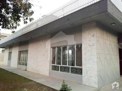 ایف ۔ 10/4 ایف ۔ 10 اسلام آباد میں 4 کمروں کا 2.04 کنال مکان 1.65 لاکھ میں کرایہ پر دستیاب ہے۔
