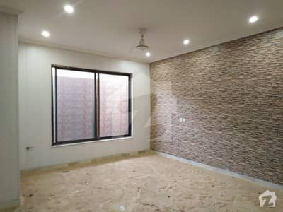 House Of 1 Kanal In Model Town For Rent