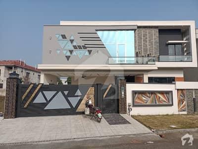 ڈی سی کالونی گوجرانوالہ میں 5 کمروں کا 18 مرلہ مکان 4.9 کروڑ میں برائے فروخت۔