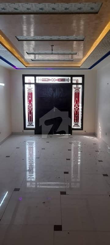 عامل کالونی کراچی میں 5 کمروں کا 12 مرلہ فلیٹ 4.1 کروڑ میں برائے فروخت۔