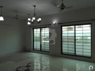 مین کینال بینک روڈ لاہور میں 4 کمروں کا 1 کنال مکان 5 کروڑ میں برائے فروخت۔