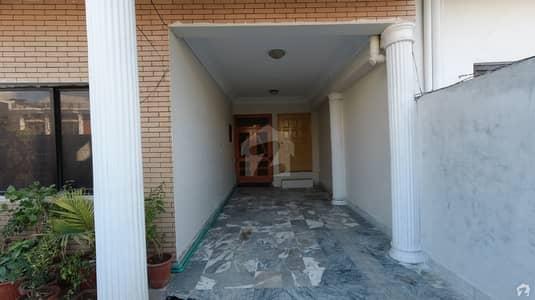 آئی ۔ 8/3 آئی ۔ 8 اسلام آباد میں 6 کمروں کا 14 مرلہ مکان 6.5 کروڑ میں برائے فروخت۔