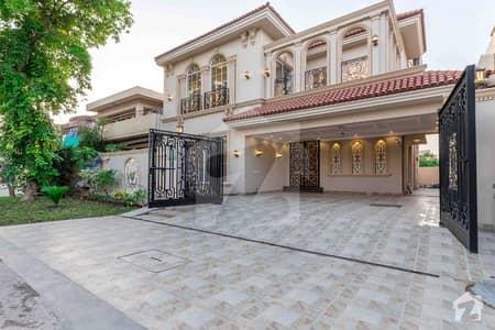 ڈی ایچ اے فیز 8 سابقہ ایئر ایوینیو ڈی ایچ اے فیز 8 ڈی ایچ اے ڈیفینس لاہور میں 4 کمروں کا 10 مرلہ مکان 2.8 کروڑ میں برائے فروخت۔