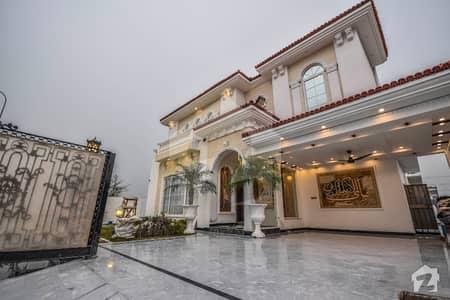 ڈی ایچ اے فیز 8 - بلاک ڈبلیو فیز 8 ڈیفنس (ڈی ایچ اے) لاہور میں 6 کمروں کا 1 کنال مکان 7.5 کروڑ میں برائے فروخت۔
