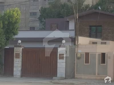 ڈی ایچ اے فیز 1 ڈی ایچ اے کراچی میں 5 کمروں کا 1.41 کنال مکان 1.5 لاکھ میں کرایہ پر دستیاب ہے۔