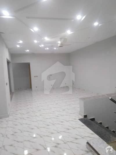ڈی ایچ اے فیز 7 - بلاک کیو فیز 7 ڈیفنس (ڈی ایچ اے) لاہور میں 6 کمروں کا 4500 کنال مکان 1.3 لاکھ میں کرایہ پر دستیاب ہے۔