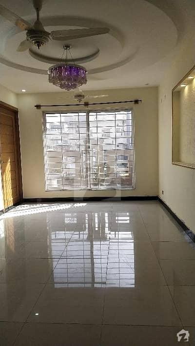 جی ۔ 13 اسلام آباد میں 5 کمروں کا 8 مرلہ مکان 90 ہزار میں کرایہ پر دستیاب ہے۔