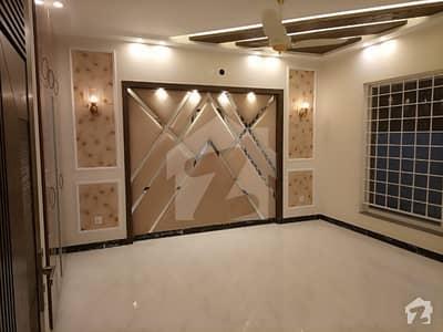 بحریہ ٹاؤن سیکٹر سی بحریہ ٹاؤن لاہور میں 10 مرلہ مکان 2.7 کروڑ میں برائے فروخت۔