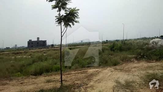 ڈی ایچ اے فیز 8 - بلاک ایس فیز 8 ڈیفنس (ڈی ایچ اے) لاہور میں 2 کنال رہائشی پلاٹ 5 کروڑ میں برائے فروخت۔