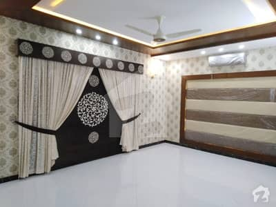 بحریہ ٹاؤن - اوورسیز ایکسٹینشن بحریہ ٹاؤن اوورسیز انکلیو بحریہ ٹاؤن لاہور میں 5 کمروں کا 1.25 کنال مکان 5.7 کروڑ میں برائے فروخت۔