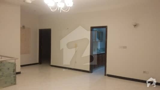 300 Sqyards Banglow Prime Locationin Phase 4 Fully Renovated