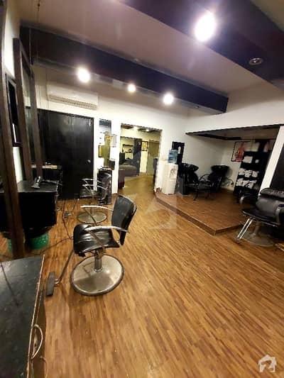 1000sqft Salon & Boutique Space For Rent