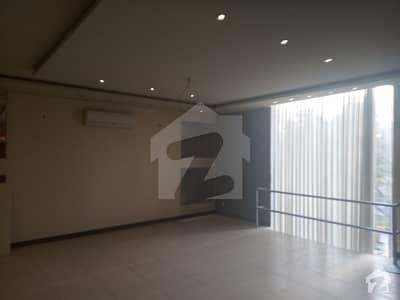 ایف ۔ 7 مرکز ایف ۔ 7 اسلام آباد میں 9 مرلہ دفتر 6.25 کروڑ میں برائے فروخت۔