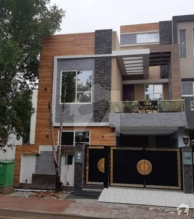 5 Marla Facing Park Brend New House For Sale In Rafi Block Bahria Town