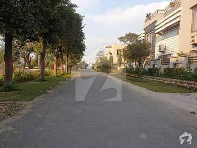 اسٹیٹ لائف فیز 1 - بلاک اے اسٹیٹ لائف ہاؤسنگ فیز 1 اسٹیٹ لائف ہاؤسنگ سوسائٹی لاہور میں 1 کنال رہائشی پلاٹ 2 کروڑ میں برائے فروخت۔