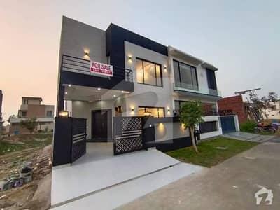 ڈی ایچ اے 9 ٹاؤن ڈیفنس (ڈی ایچ اے) لاہور میں 3 کمروں کا 5 مرلہ مکان 1.25 کروڑ میں برائے فروخت۔