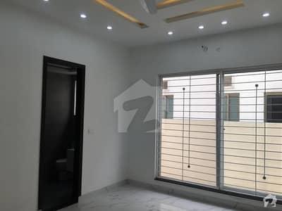 ڈی ایچ اے فیز 8 سابقہ ایئر ایوینیو ڈی ایچ اے فیز 8 ڈی ایچ اے ڈیفینس لاہور میں 4 کمروں کا 1 کنال مکان 3.3 کروڑ میں برائے فروخت۔