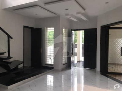 ڈی ایچ اے فیز 8 سابقہ ایئر ایوینیو ڈی ایچ اے فیز 8 ڈی ایچ اے ڈیفینس لاہور میں 4 کمروں کا 1 کنال مکان 3.25 کروڑ میں برائے فروخت۔