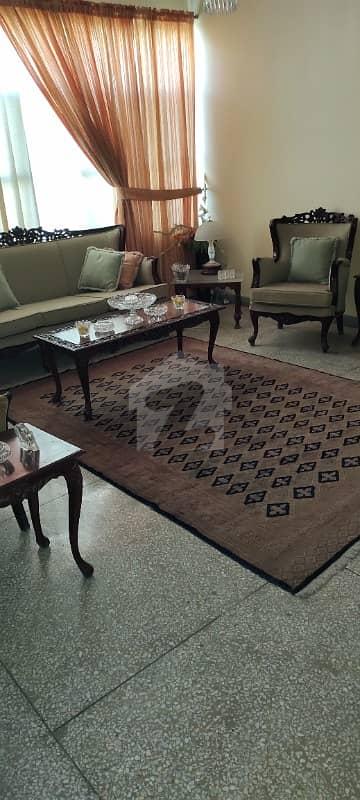 کلفٹن کنٹونمنٹ کینٹ کراچی میں 3 کمروں کا 14 مرلہ فلیٹ 95 ہزار میں کرایہ پر دستیاب ہے۔
