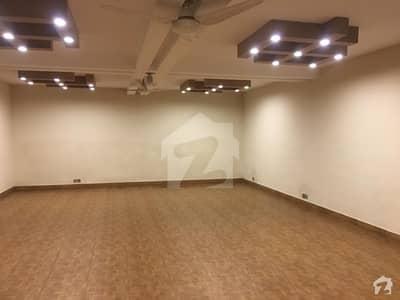 ڈی ایچ اے فیز 8 سابقہ ایئر ایوینیو ڈی ایچ اے فیز 8 ڈی ایچ اے ڈیفینس لاہور میں 3 کمروں کا 1 کنال بالائی پورشن 55 ہزار میں کرایہ پر دستیاب ہے۔