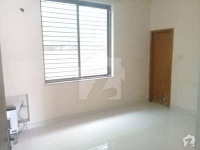 ڈی ایچ اے فیز 1 ڈیفنس (ڈی ایچ اے) لاہور میں 4 کمروں کا 10 مرلہ مکان 75 ہزار میں کرایہ پر دستیاب ہے۔