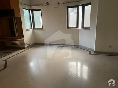 ماڈل ٹاؤن لاہور میں 3 کمروں کا 1 کنال بالائی پورشن 72 ہزار میں کرایہ پر دستیاب ہے۔