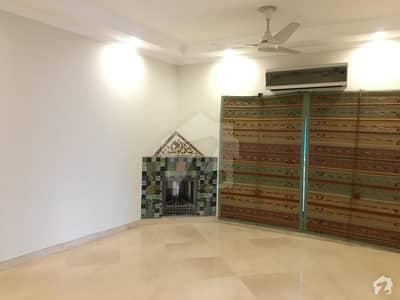 ڈی ایچ اے فیز 8 سابقہ ایئر ایوینیو ڈی ایچ اے فیز 8 ڈی ایچ اے ڈیفینس لاہور میں 3 کمروں کا 1 کنال بالائی پورشن 60 ہزار میں کرایہ پر دستیاب ہے۔