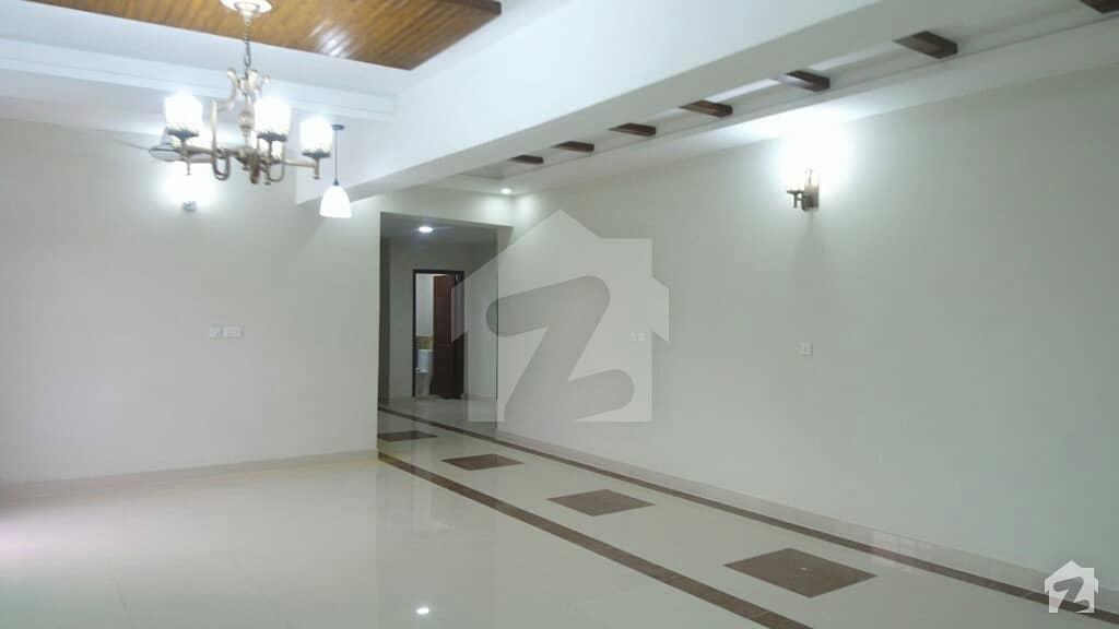 عسکری 11 ۔ سیکٹر بی اپارٹمنٹس عسکری 11 عسکری لاہور میں 4 کمروں کا 13 مرلہ فلیٹ 2.4 کروڑ میں برائے فروخت۔