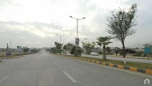 ایم پی سی ایچ ایس - بلاک بی ایم پی سی ایچ ایس ۔ ملٹی گارڈنز بی ۔ 17 اسلام آباد میں 1 کنال رہائشی پلاٹ 2 کروڑ میں برائے فروخت۔