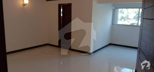 کلفٹن کراچی میں 4 کمروں کا 12 مرلہ مکان 5.8 کروڑ میں برائے فروخت۔