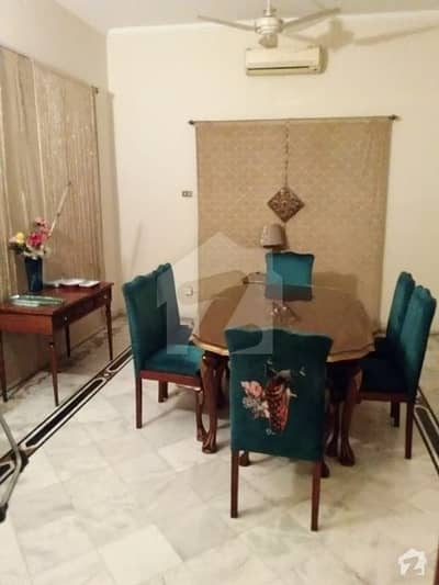 فردوس مارکیٹ گلبرگ لاہور میں 1 کمرے کا 3 مرلہ کمرہ 12 ہزار میں کرایہ پر دستیاب ہے۔
