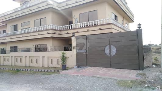 ریگی ماڈل ٹاؤن پشاور میں 7 کمروں کا 1 کنال مکان 4.6 کروڑ میں برائے فروخت۔