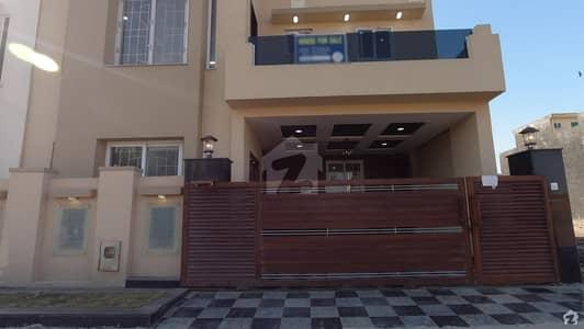 بحریہ ٹاؤن فیز 8 ۔ علی بلاک بحریہ ٹاؤن فیز 8 ۔ سفاری ویلی بحریہ ٹاؤن فیز 8 بحریہ ٹاؤن راولپنڈی راولپنڈی میں 5 کمروں کا 7 مرلہ مکان 1.9 کروڑ میں برائے فروخت۔